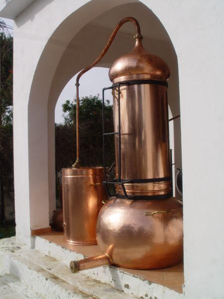 Kolonnenbrennerei in der 300 Liter Größe bei UNICOBRES S.L. in Südspanien