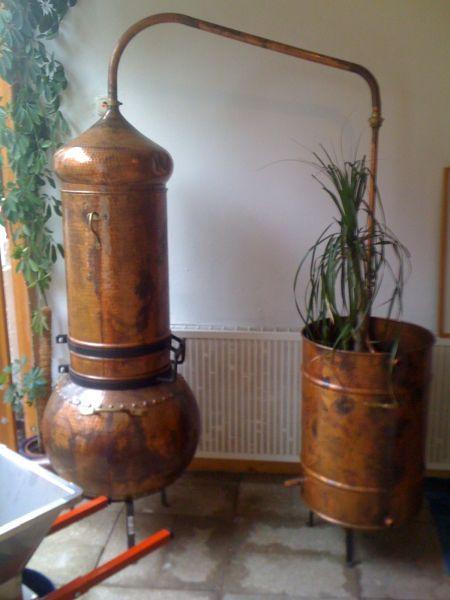 Destillieranlage als Dekoobjekt im Eingangsbereich