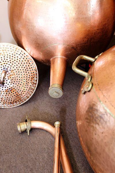 Maischesiebe, wasserbäder, Ablaufrohre bei Destillatio