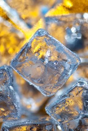 Eis aus dem Minikühlschrank. Kalte Getränke auch im Auto