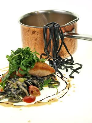 Kochen in Kupfertöpfen, wilde Küche und viel mehr bei destillatio