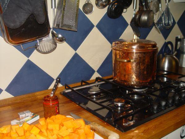 Kürbissuppe in der Küche vom Chef