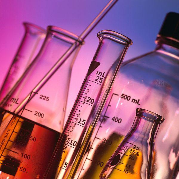 Messbecher, Pipetten und Ölabscheider aus dem Laborbedarf- Alles zum Destillieren bei Destillatio