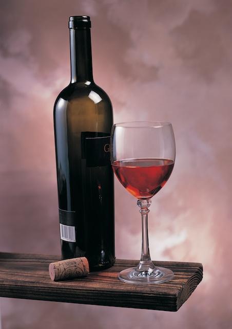 Weinflasche mit Korkenzieher und Korken bei Destillatio kaufen