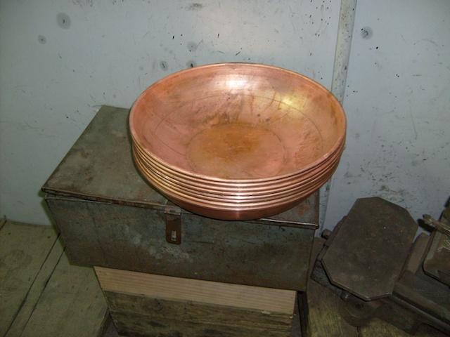 Kupferne Rohlinge für die zukünftigen CopperGarden Cataplana Bräter