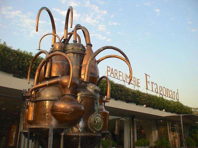 Kupferschmiedekunst - eine Meisterleistung aus verschiedenen Destillen geschmiedet