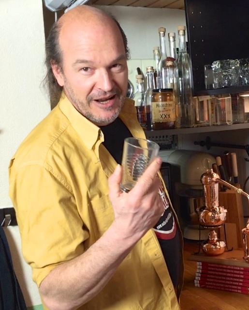 Kai Möller - beim Destillieren
